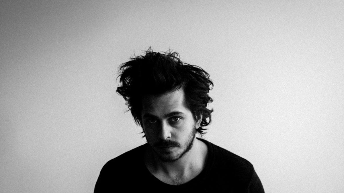 Matt Holubowski dévoile son nouvel album, Weird Ones