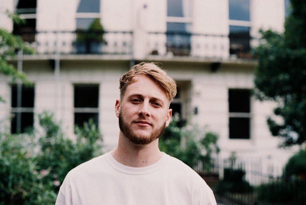 Pressé d'avoir de nouvelles chansons de la part de City and Colour? Voici un artiste qui saura vous charmer.