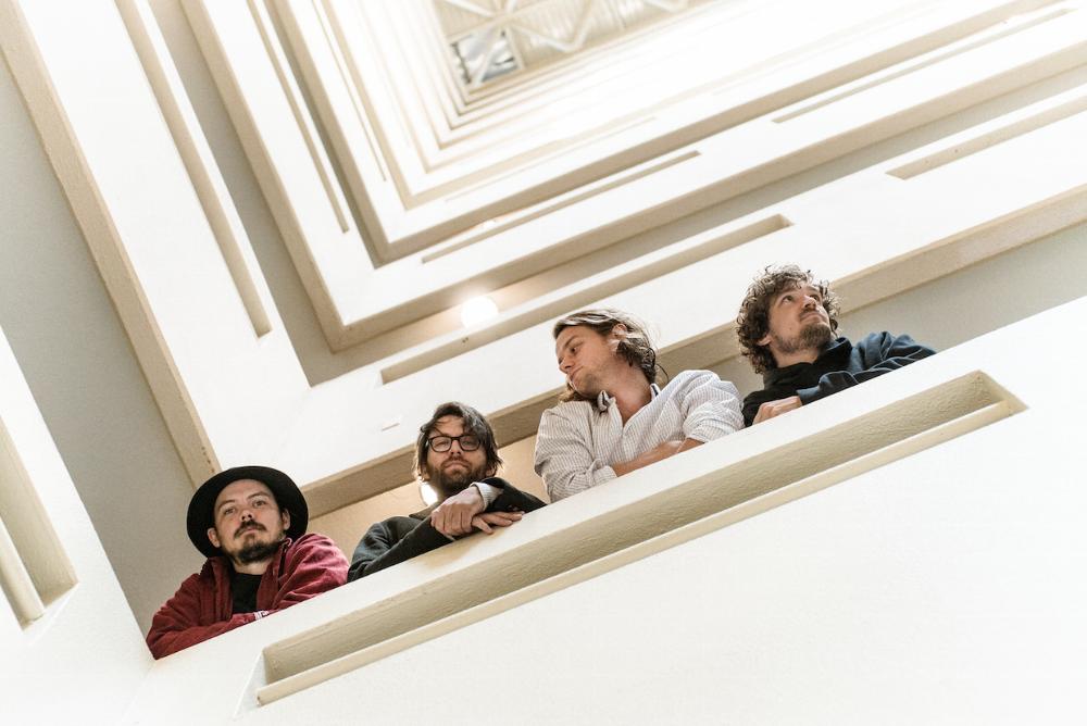 Half Moon Run lance officiellement leur nouvelle chanson Grow Into Love