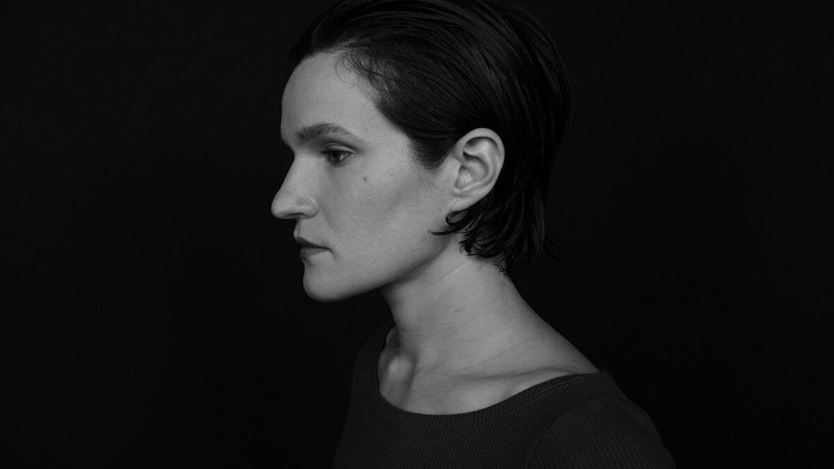 Adrianne Lenker du groupe Big Thief annonce 2 albums, partage un premier extrait