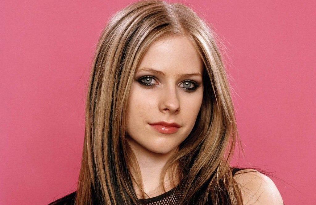 Le nouvel album d'Avril Lavigne est complété et marquerait son retour au Pop Punk